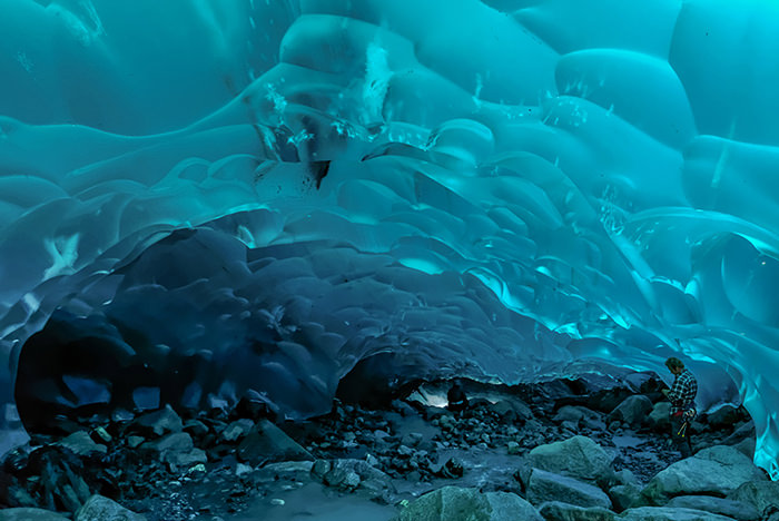 Ледяные пещеры, ледник Менденхолл, Аляска, США