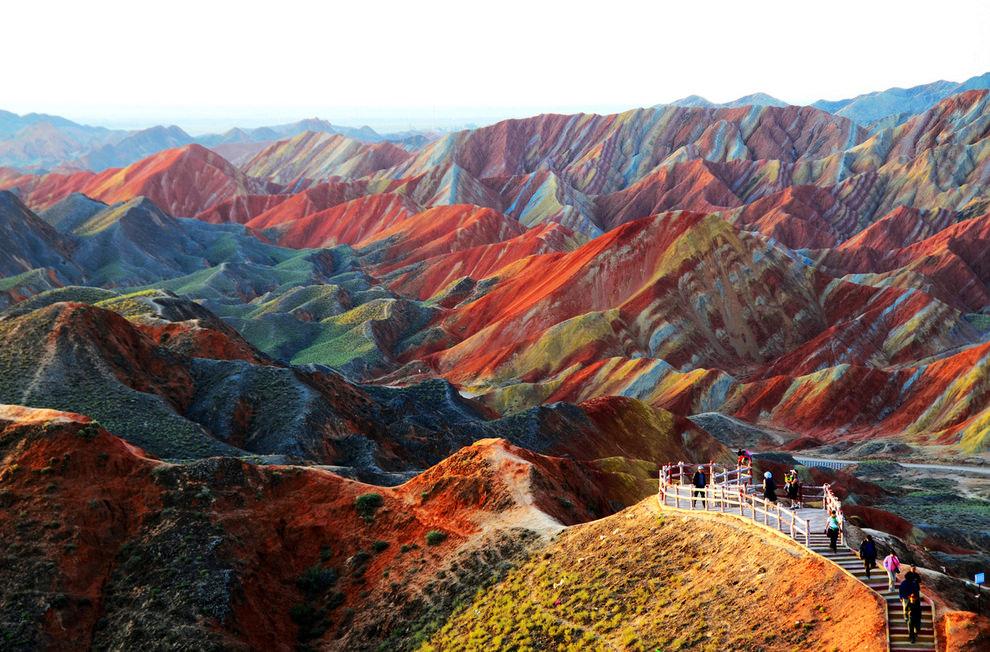 Цветные скалы Чжанъе Данксиа в провинции Ганьсу, Китай