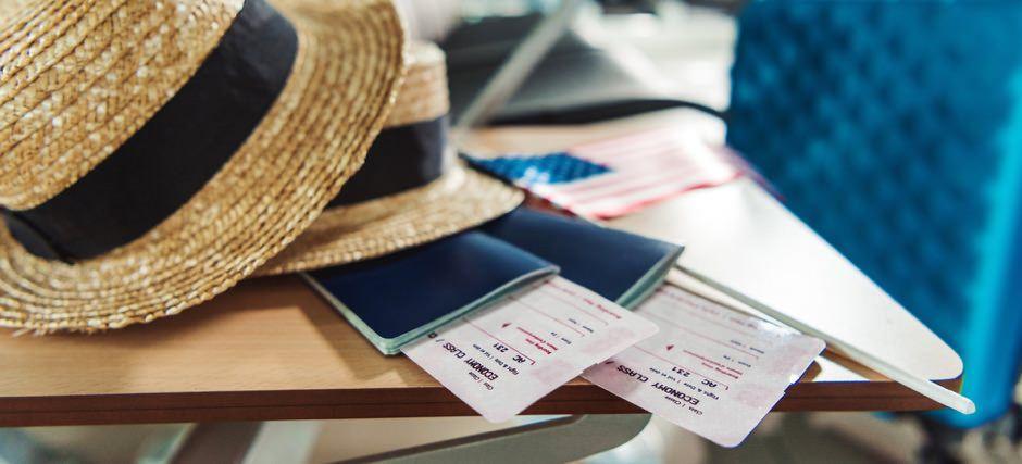 паспорт з квитками на літак